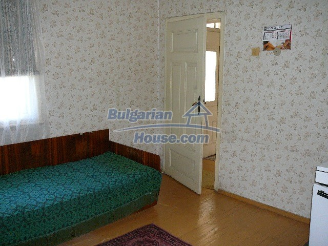 12530:41 - Cheap House between Plovdiv and Stara Zagora with vast garden