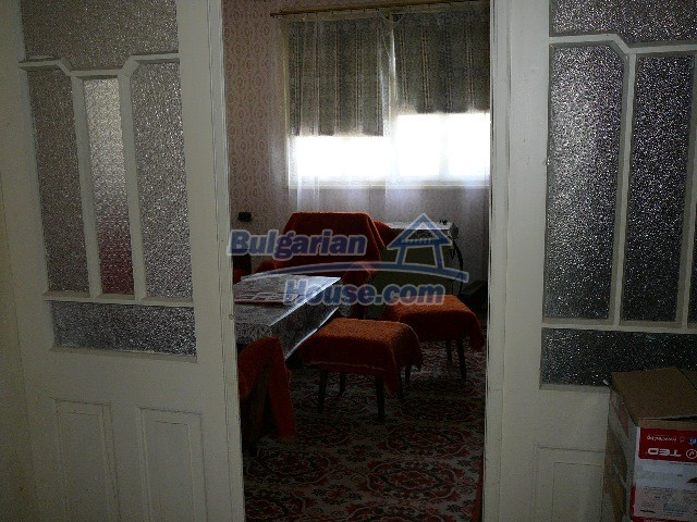12530:47 - Cheap House between Plovdiv and Stara Zagora with vast garden