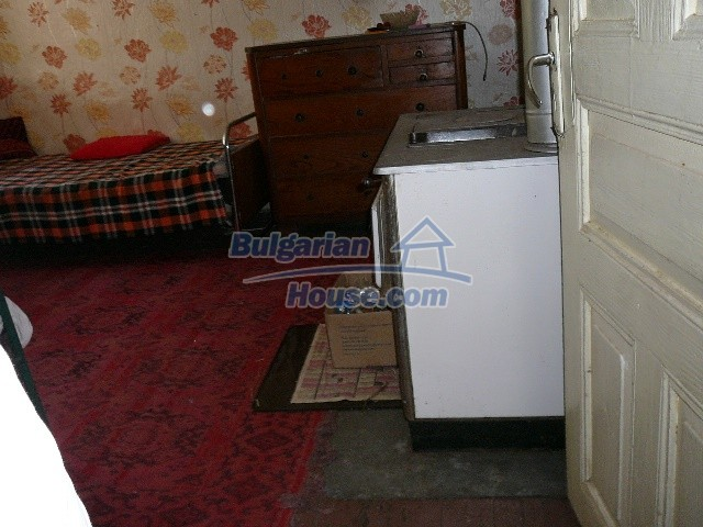 12530:61 - Cheap House between Plovdiv and Stara Zagora with vast garden