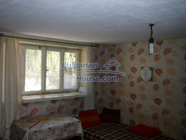 12530:58 - Cheap House between Plovdiv and Stara Zagora with vast garden