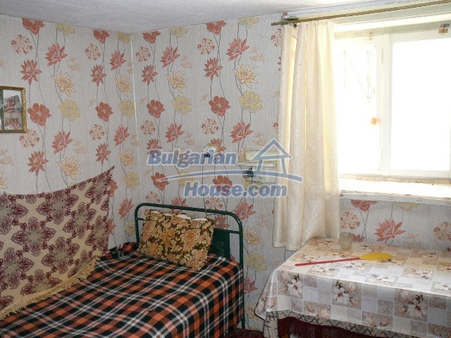 12530:60 - Cheap House between Plovdiv and Stara Zagora with vast garden