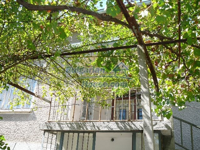 12530:72 - Cheap House between Plovdiv and Stara Zagora with vast garden