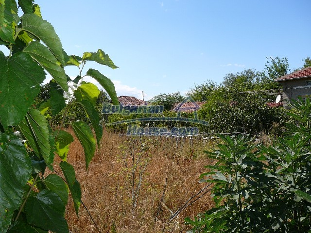 12530:76 - Cheap House between Plovdiv and Stara Zagora with vast garden