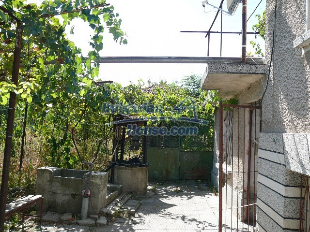 12530:70 - Cheap House between Plovdiv and Stara Zagora with vast garden