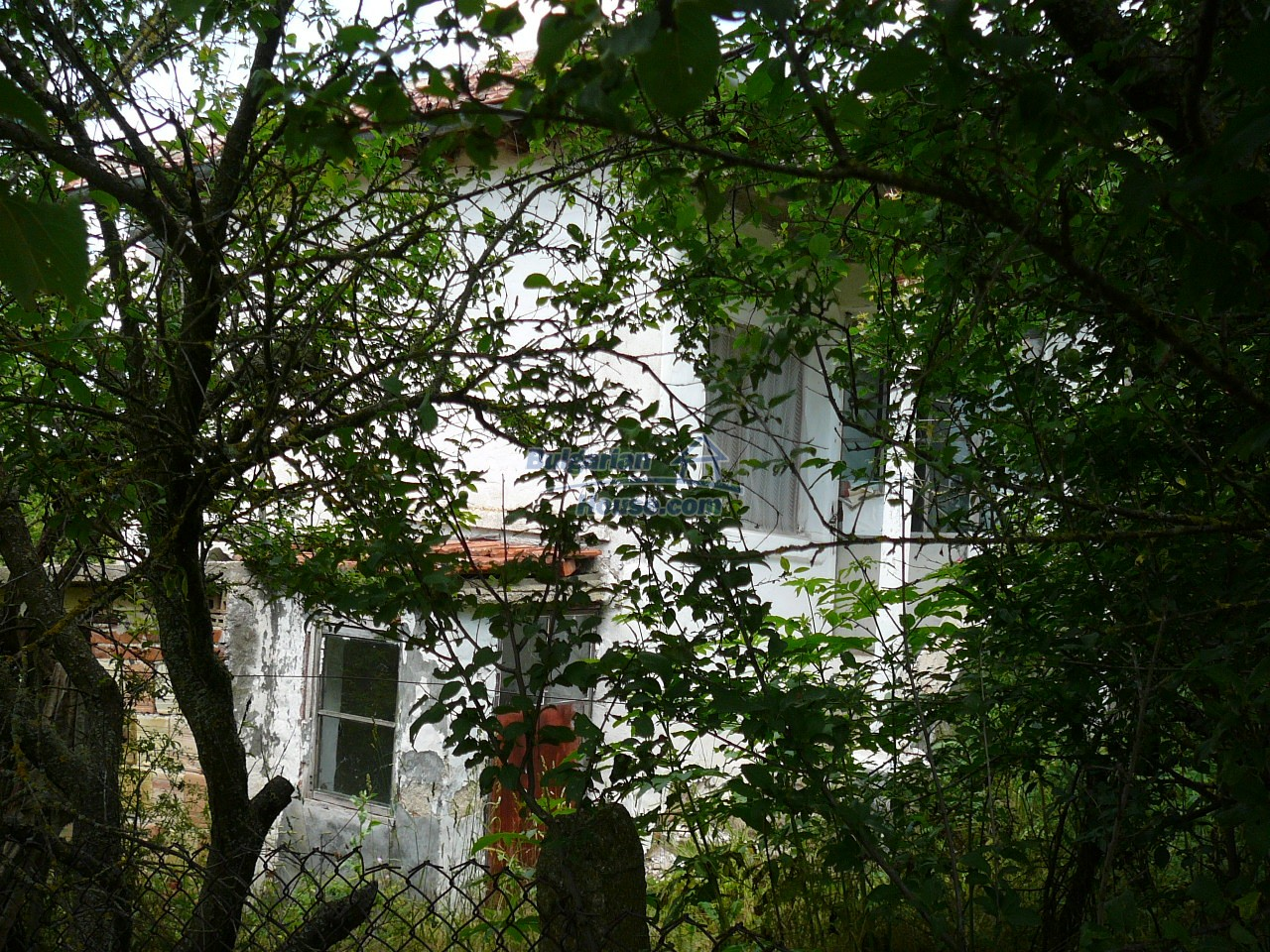 11515:14 - Cheap rural house with an extensive gardengreat investment