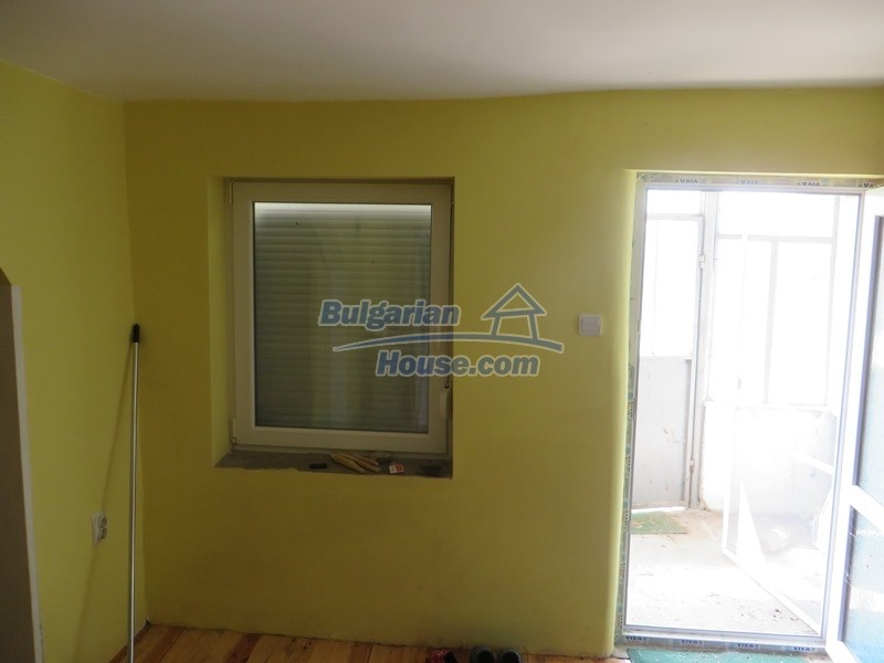 12592:11 - Partly renovated 3 bedrooms house 24 km from Veliko Tarnovo