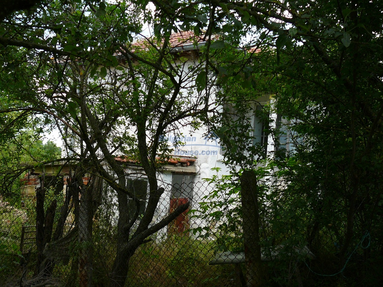 11515:15 - Cheap rural house with an extensive gardengreat investment