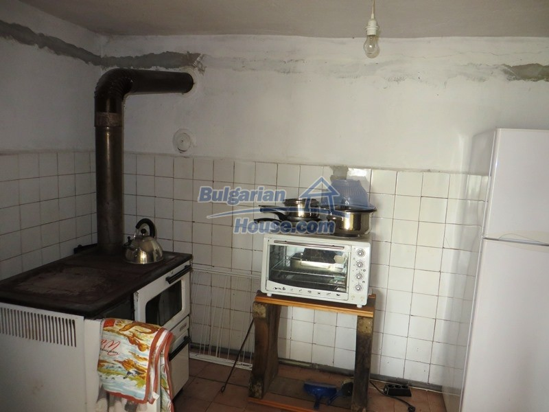 12592:8 - Partly renovated 3 bedrooms house 24 km from Veliko Tarnovo