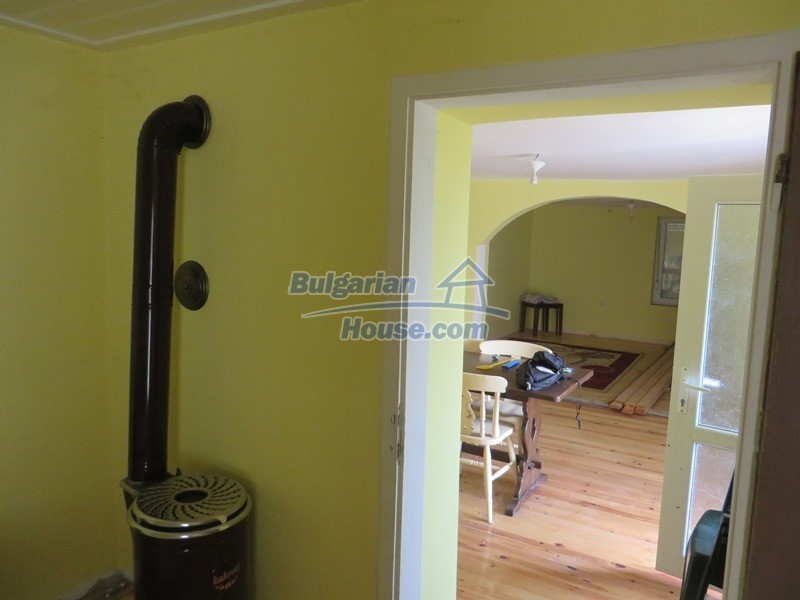 12592:13 - Partly renovated 3 bedrooms house 24 km from Veliko Tarnovo