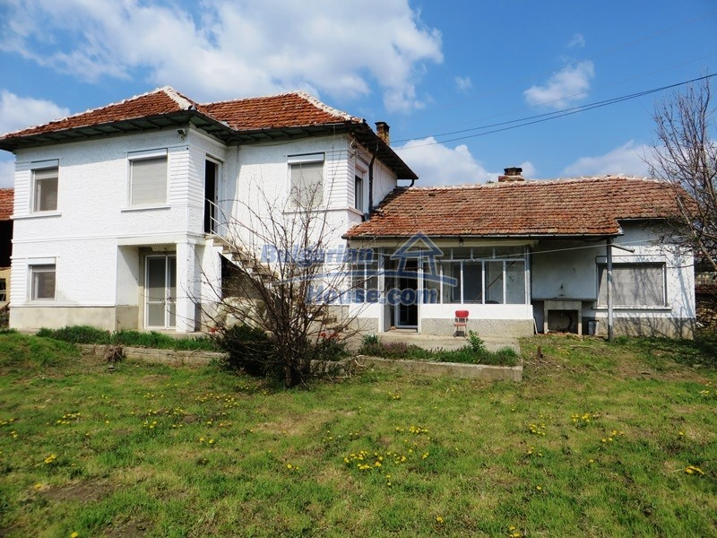 12592:1 - Partly renovated 3 bedrooms house 24 km from Veliko Tarnovo
