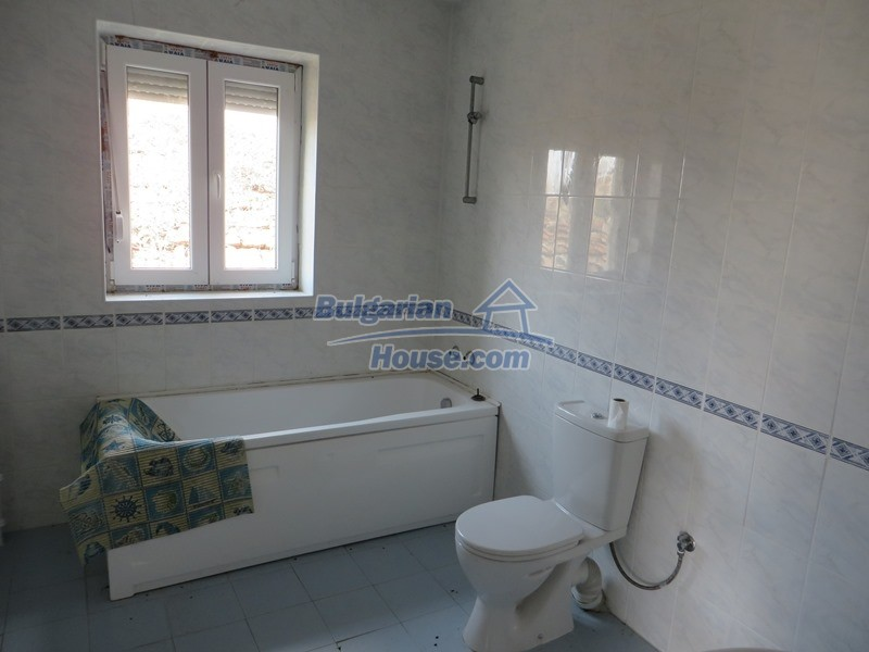 12592:24 - Partly renovated 3 bedrooms house 24 km from Veliko Tarnovo