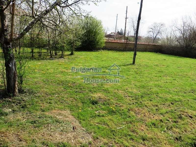 12592:32 - Partly renovated 3 bedrooms house 24 km from Veliko Tarnovo