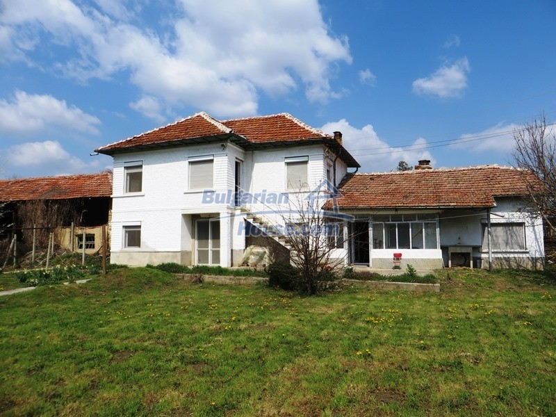 12592:38 - Partly renovated 3 bedrooms house 24 km from Veliko Tarnovo