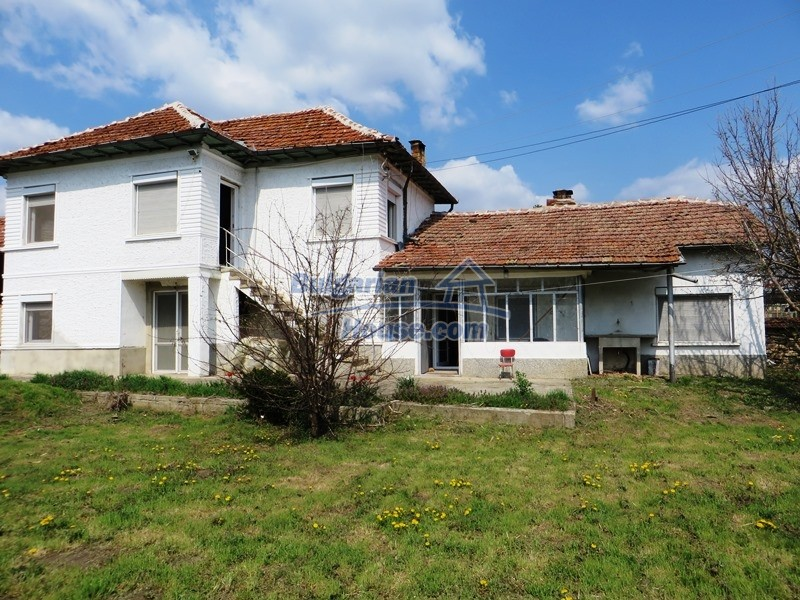 12592:37 - Partly renovated 3 bedrooms house 24 km from Veliko Tarnovo