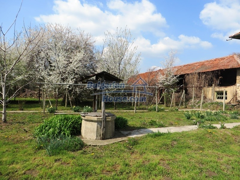 12592:40 - Partly renovated 3 bedrooms house 24 km from Veliko Tarnovo