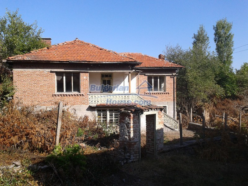 12332:1 - Two storey Bulgarian property near Plovdiv