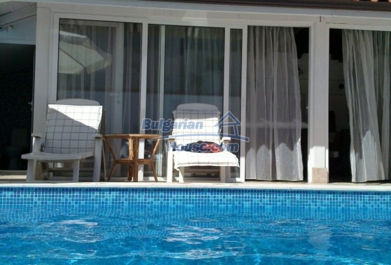 12022:2 - Gorgeous property with a swimming pool and a garden - Sofia