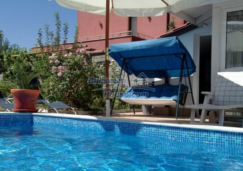 12022:1 - Gorgeous property with a swimming pool and a garden - Sofia