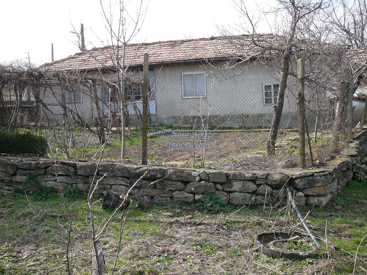 12715:1 - Cheap Bulgarian property for sale garden 2000sq.m Targovishte