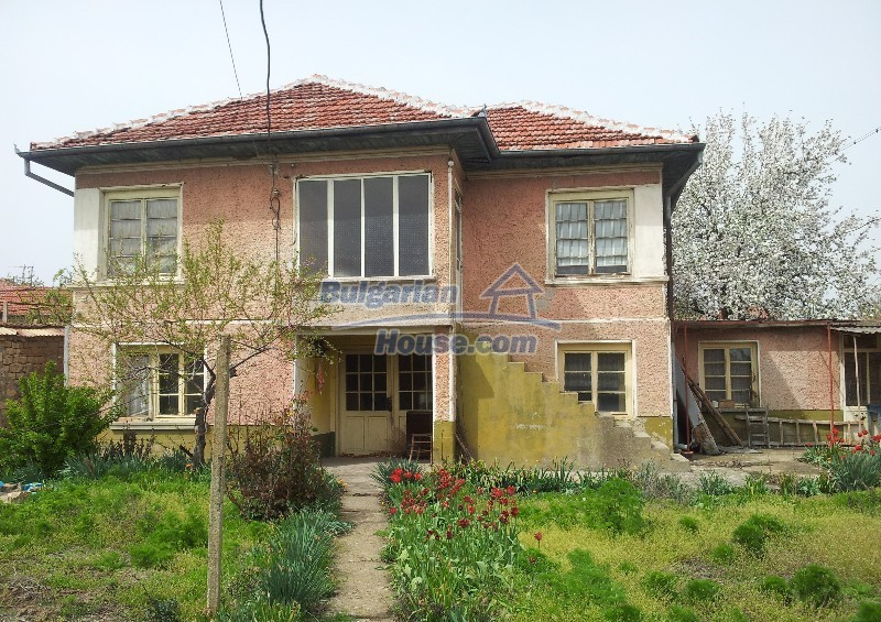 12037:1 - Bargain house with a garden in Veliko Turnovo region