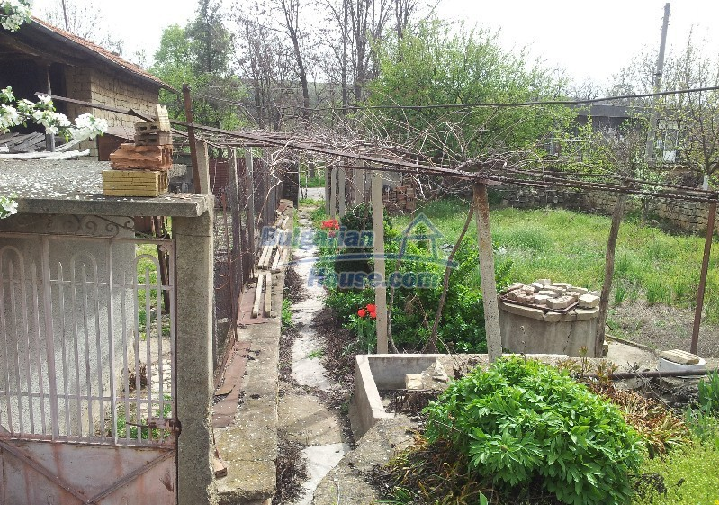 12037:6 - Bargain house with a garden in Veliko Turnovo region