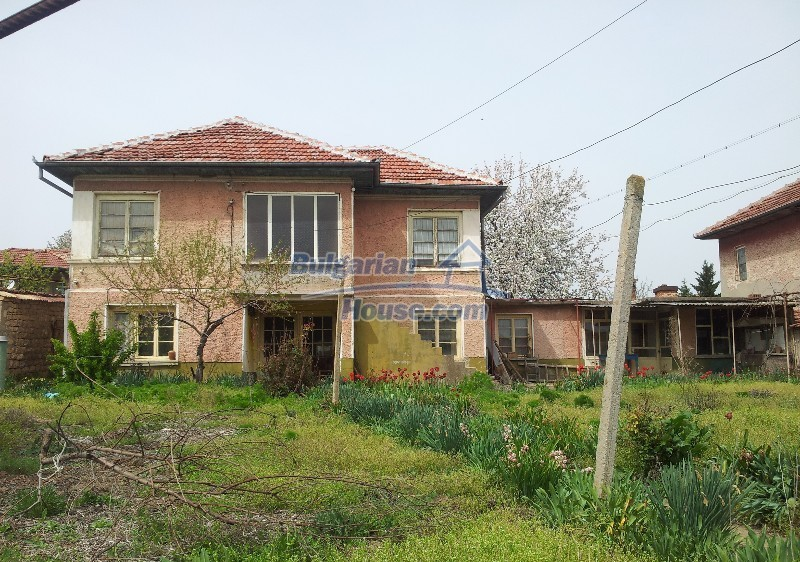 12037:2 - Bargain house with a garden in Veliko Turnovo region