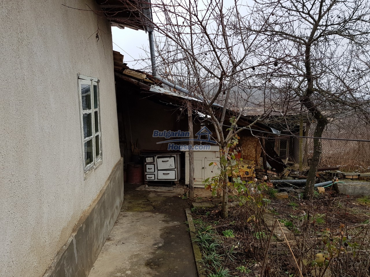 12715:24 - Cheap Bulgarian property for sale garden 2000sq.m Targovishte