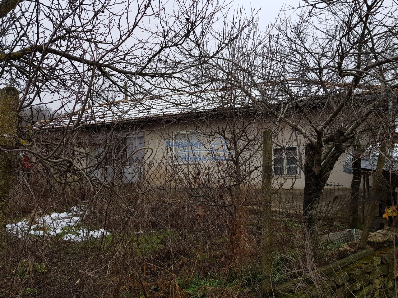 12715:33 - Cheap Bulgarian property for sale garden 2000sq.m Targovishte