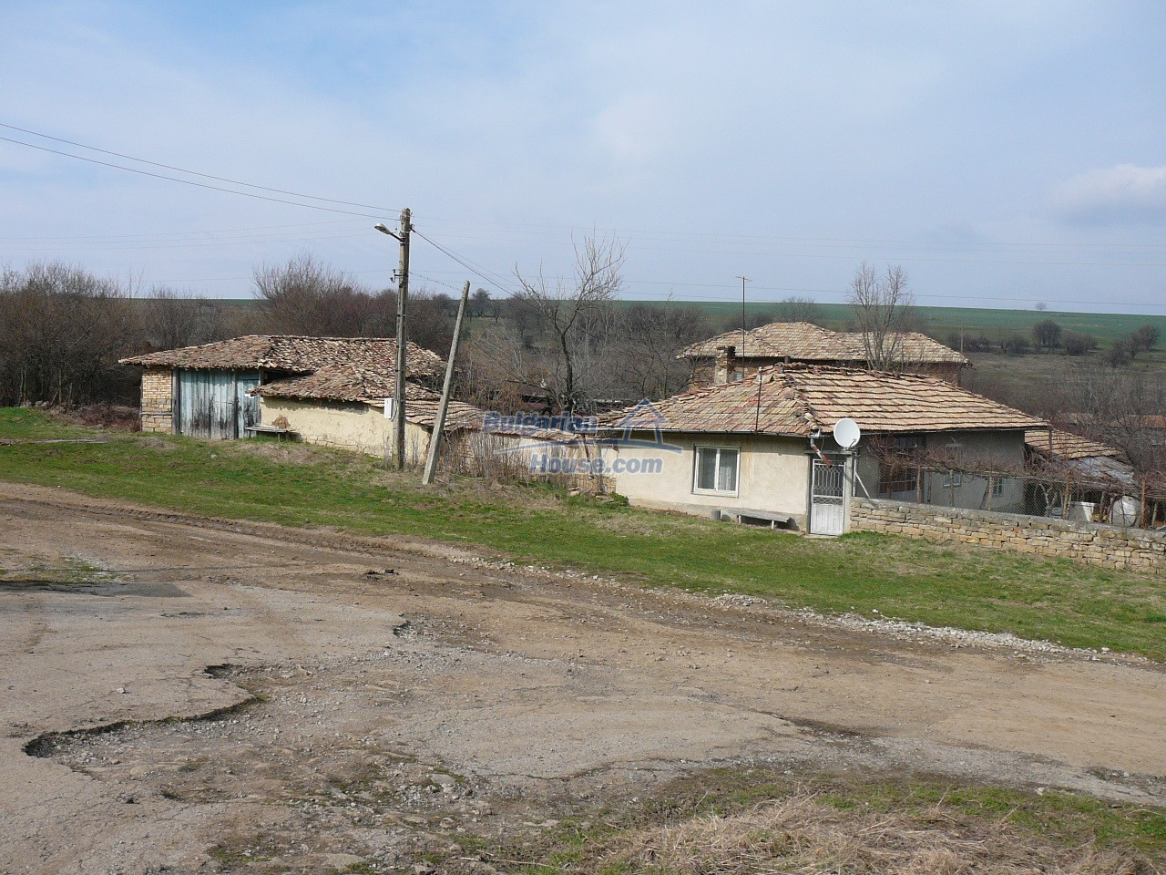 12715:37 - Cheap Bulgarian property for sale garden 2000sq.m Targovishte