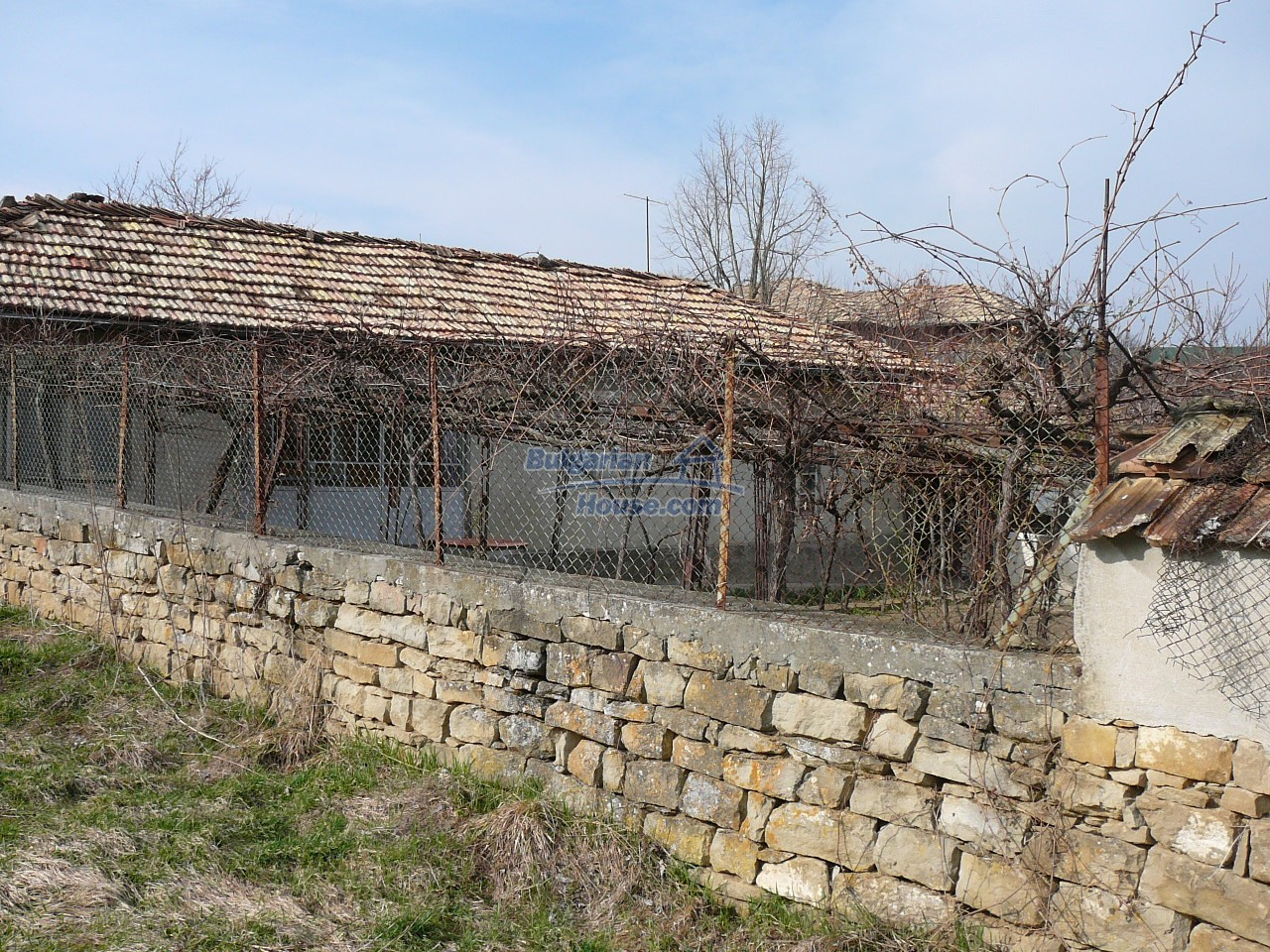 12715:39 - Cheap Bulgarian property for sale garden 2000sq.m Targovishte