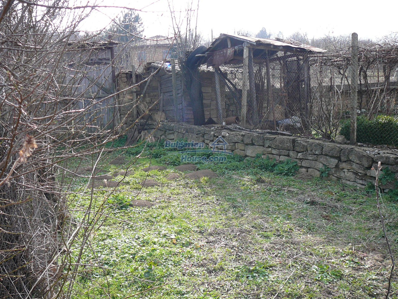 12715:46 - Cheap Bulgarian property for sale garden 2000sq.m Targovishte