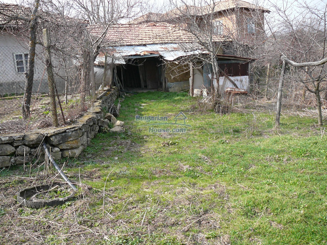 12715:45 - Cheap Bulgarian property for sale garden 2000sq.m Targovishte