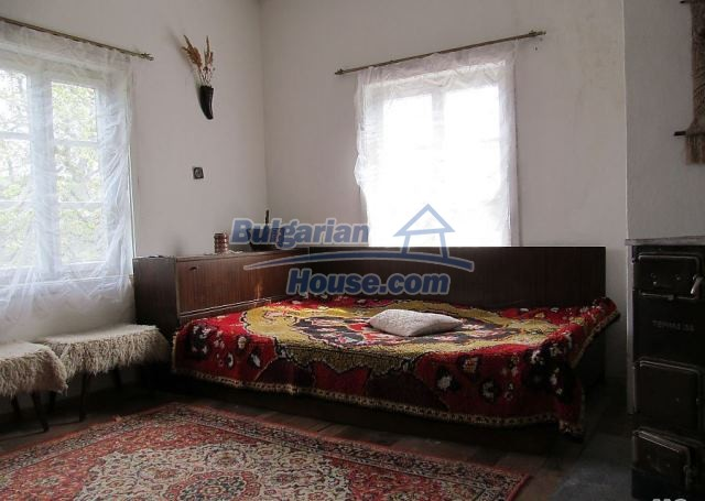 12728:6 - Bulgarian property for sale with marvellous views and big garden