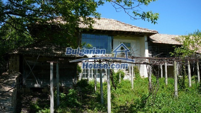 11067:1 - Cheap Bulgarian house for sale,stunning mountain views near lake