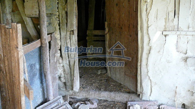 11067:24 - Cheap Bulgarian house for sale,stunning mountain views near lake