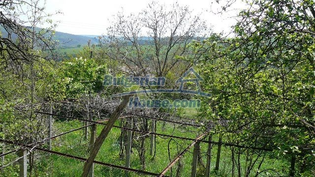 11067:10 - Cheap Bulgarian house for sale,stunning mountain views near lake