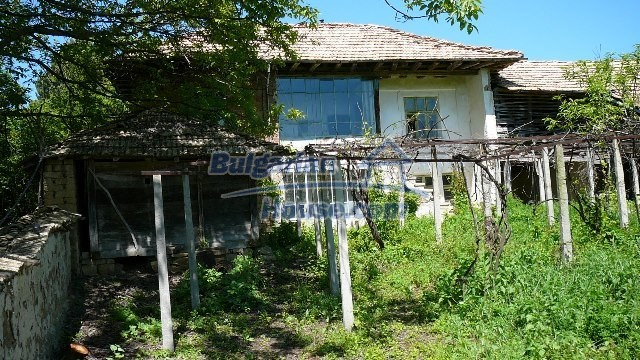 11067:36 - Cheap Bulgarian house for sale,stunning mountain views near lake