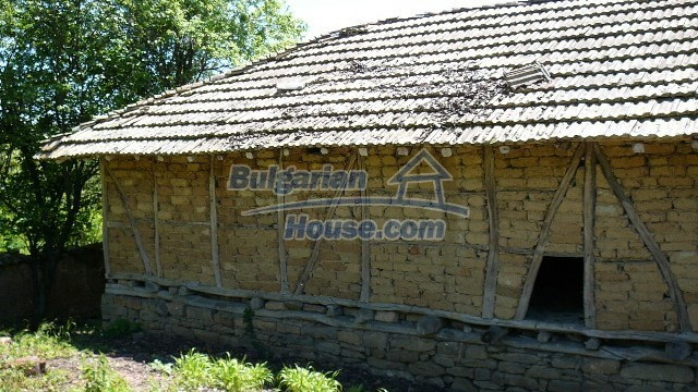 11067:40 - Cheap Bulgarian house for sale,stunning mountain views near lake