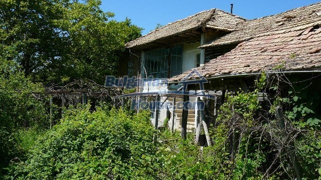 11067:34 - Cheap Bulgarian house for sale,stunning mountain views near lake