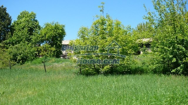 11067:39 - Cheap Bulgarian house for sale,stunning mountain views near lake