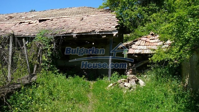 11067:33 - Cheap Bulgarian house for sale,stunning mountain views near lake