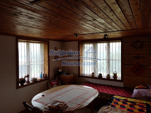 12769:41 - House for sale near Elena town with marvellous mountain views