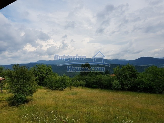 12769:50 - House for sale near Elena town with marvellous mountain views