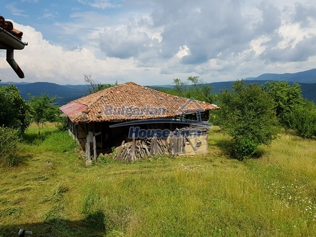 12769:56 - House for sale near Elena town with marvellous mountain views