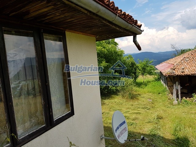 12769:55 - House for sale near Elena town with marvellous mountain views
