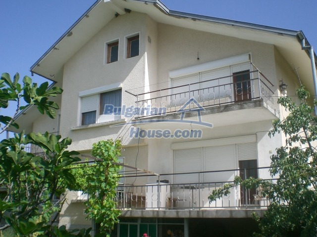 10568:1 - House near Kazanlak in Stara Zagora region,near lake,Aqua park