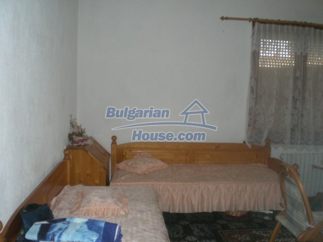 10568:8 - House near Kazanlak in Stara Zagora region,near lake,Aqua park