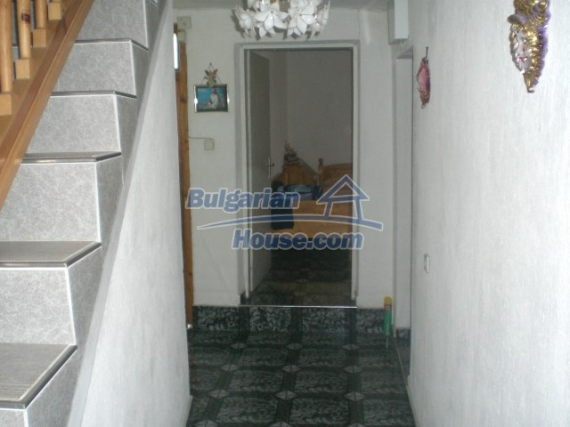 10568:28 - House near Kazanlak in Stara Zagora region,near lake,Aqua park