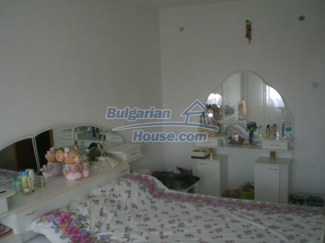 10568:44 - House near Kazanlak in Stara Zagora region,near lake,Aqua park