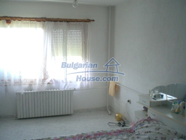 10568:42 - House near Kazanlak in Stara Zagora region,near lake,Aqua park